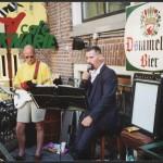 T-Beng voor café De Kanarie op Koninginnedag te Groningen
